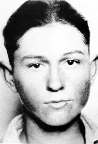 As a teenager, Clyde Barrow had already committed several thefts